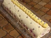 Chocolat blanc, framboises, insert lemon curd de Solmar. Reste à mettre les framboises fraiches en déco au dernier moment