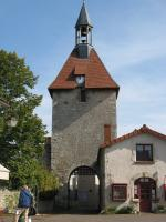 Charroux, la porte de l'horloge