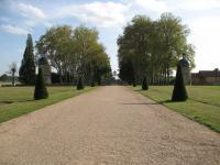 Château de Digoine. Le parc et les tours de guet.