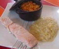 Saumon, fondue de poireaux et riz à la tomate