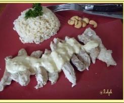 Poulet au curry lait de coco et noix de cajou.