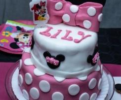 Layer cake Minnie en pâte à sucre - sans oeuf, spécial allergique à l'oeuf