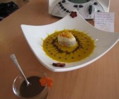 velouté de courge butternut accompagné de son mini médaillon et sa crème de vinaigre balsamique