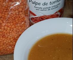 Soupe aux lentilles corail et tomates