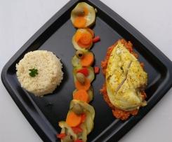 Suprêmes de poulet mariné citron curry accompagnés de petits légumes et olives vertes