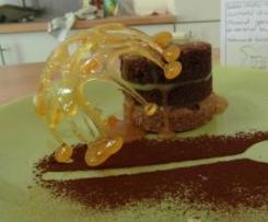 Sablé choco-noisettes surmonté d'un fondant chocolat, ganache citron et caramel beurre salé