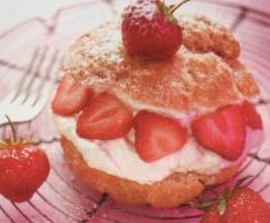 Petits choux farcis à la mousse de fraise