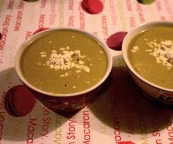 Soupe de petit pois au concombre et à la féta