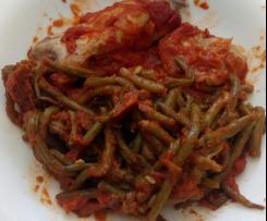 Poulet/steack, haricots verts, sauce tomate épicé