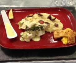 Brochettes de filets de Perche et ravioles du Dauphiné, sa purée de panais, ses frites de  Polenta et sa sauce au serpolet