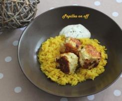 Boulettes de poulet à l'orientale et leur riz au curcuma