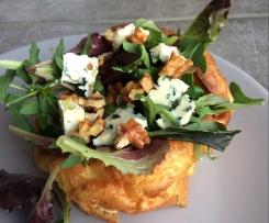 Pascades aveyronnaises et salade roquefort, noix