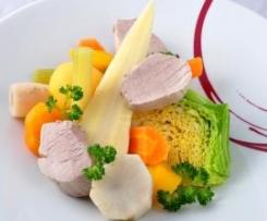 Pot au feu de légumes anciens et mignon de porcelet, jus de cuisson émulsionné à la moutarde douce et céleri