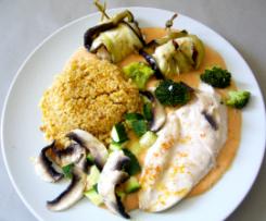Rouleaux d'aubergine au poulet, sauce mousseline et Boulgour