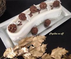 Entremets ou Bûche chocolat blanc-amandes, insert praliné