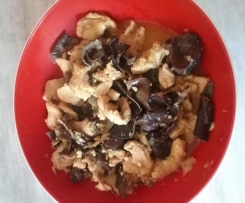 Poulet aux champignons noir