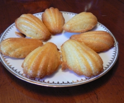 Madeleines sucrées (Tupperware) Variantes chocolat, myrtilles, ananas/coco, café...