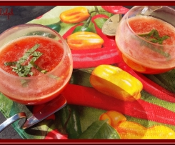 Verrines de soupe de tomates au basilic