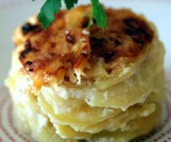 Gratin de pommes de terre, crème à l'ail et gorgonzola