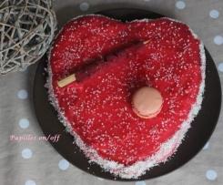 Gâteau coeur de la Saint Valentin au chocolat et aux framboises, glaçage rouge à l'agar agar