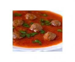 Soupe de pâtes et tomates aux boulettes de viande
