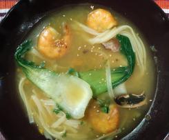Soupe de nouilles aux crevettes et pak choï