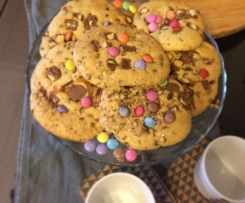 Cookies aux Smarties éclats de Twix et de chocolat Milka