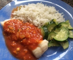 Filets de poisson sauce tomate curry, courgettes et riz basmati