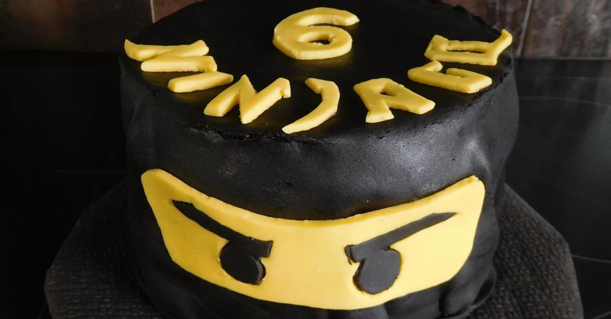 Gâteau d\u0027anniversaire ninjago par Jejeetlilie. Une recette de fan à  retrouver dans la catégorie Desserts \u0026 Confiseries sur  www.espace,recettes.fr,