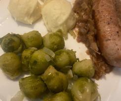 saucisses de Toulouse au oignon et choux de Brussels
