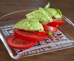 Salade de tomate à l'avocat-basilic