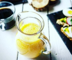 Smoothie banane, orange, fruit de la passion et citron