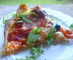 Tarte tomates, chorizo, serrano, fromage frais de chèvre et gorgonzola