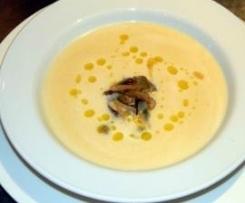 Soupe de céleri-rave, parmesan et champignons de paris