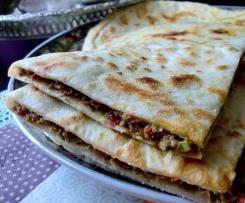Pain farci à la viande hachée ( Aghroum Bout'gouri)