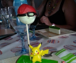 Cake pops Pokeball