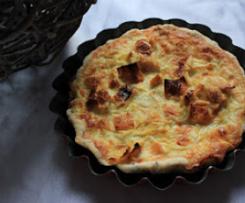 Tartelettes à la fondue de poireaux au miel sur une pâte brisée au pavot