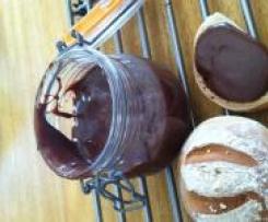 Pâte à tartiner ( Nute**a)