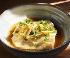 Pavé de Julienne au gingembre, ciboule, sauce  soja à la vapeur accompagné de son riz Thaï
