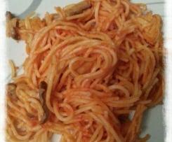 Spaghettis à la tomate et aux champignons