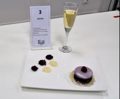 Un sucré-salé de macaron des sous-bois,accompagné d'une compotée framboisée et d'une gelée de champagne