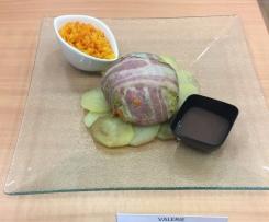 Sandre aux petits légumes en habit de chou et de lard, jus réduit au pinot noir d'Alsace