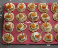 Mini blinis brie/abricot sec et mini blinis concombre/fromage frais