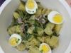Salade complète aux haricots verts, pommes de terre, tomates et oeufs