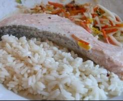 Saumon accompagné de riz et légumes sauce beurre blanc