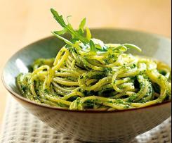 Spaghettis ou linguine au pesto d'épinards et avocat
