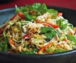 Salade de poulet et nouilles à la vietnamienne