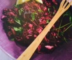 Salade de chou rouge, poires et coriandre