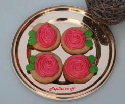 Sablés en forme de rose de La Belle et la Bête  – Sablés et meringue suisse – Sweet Table Anniversaire la Belle et la Bête
