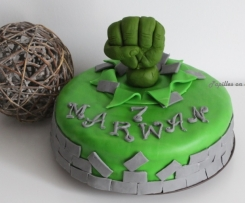 Gâteau Hulk en pâte à sucre (gâteau chocolat, ganache chocolat carambar) - Sweet Table Hulk